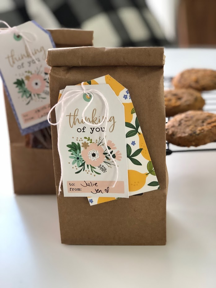 Cookie Gift Idea with Easy, Handmade Gift Tag - great neighbor gift idea!